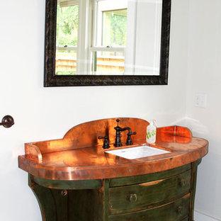 Ispirazione per una stanza da bagno mediterranea di medie dimensioni con consolle stile comò, ante con finitura invecchiata, pareti rosse, lavabo sottopiano, top in acciaio inossidabile, pavimento bianco e top arancione