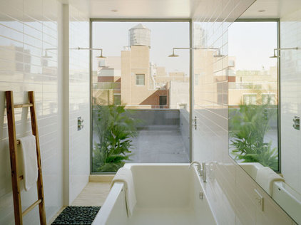 Modern Bathroom by nARCHITECTS