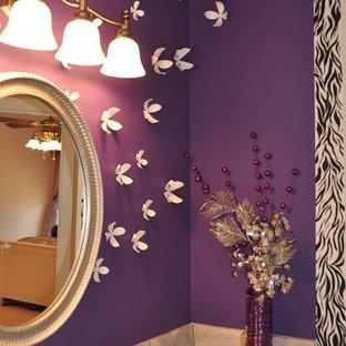 Esempio di una stanza da bagno per bambini design di medie dimensioni con lavabo sottopiano, ante con riquadro incassato, ante bianche, pavimento in gres porcellanato, pareti viola, top in marmo e top beige