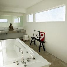 Modern Bathroom by Aquatic