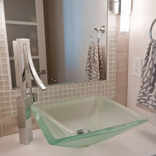 Modern Bathroom by dC Fine Homes & Interiors