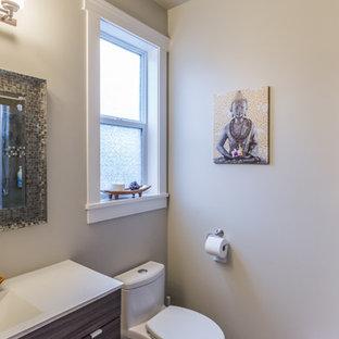 Ispirazione per una grande stanza da bagno padronale country con ante marroni, vasca freestanding, doccia ad angolo, piastrelle beige, piastrelle in travertino, pareti blu, pavimento in travertino, top in laminato, pavimento beige, porta doccia a battente e top beige