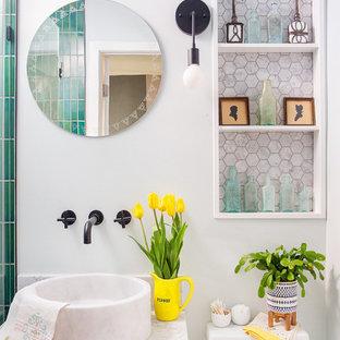 Ispirazione per una piccola stanza da bagno padronale stile americano con ante in legno bruno, doccia a filo pavimento, piastrelle di marmo, pareti bianche, lavabo a bacinella, top in marmo, doccia aperta, top bianco, nicchia, un lavabo e mobile bagno sospeso