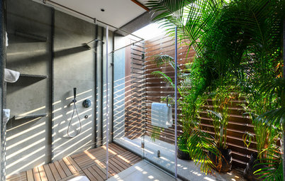 How to Decorate a Bathroom With Plants