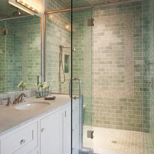Ispirazione per una stanza da bagno padronale classica di medie dimensioni con ante con riquadro incassato, ante bianche, pareti verdi, pavimento in gres porcellanato, lavabo sottopiano, doccia ad angolo, piastrelle verdi, piastrelle diamantate e top in granito