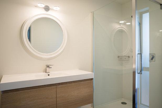 Beach Style Bathroom by Redbox Architects