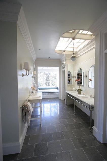 Bathroom by Taylor Lombardo Architects