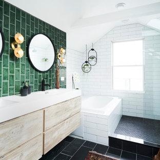 Idées déco pour une salle de bain principale contemporaine de taille moyenne avec un placard à porte plane, des portes de placard en bois clair, une baignoire posée, un espace douche bain, un carrelage vert, des carreaux de céramique, un sol en ardoise, un lavabo intégré, un plan de toilette en surface solide, aucune cabine, un plan de toilette blanc, meuble double vasque, meuble-lavabo suspendu, un plafond en poutres apparentes, un plafond voûté et un sol noir.