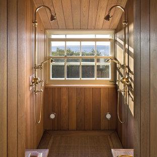 Immagine di una stanza da bagno costiera
