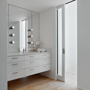 Bathroom - modern bathroom idea in San Francisco with an undermount sink