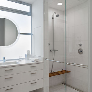 Example of a minimalist bathroom design in San Francisco with an undermount sink