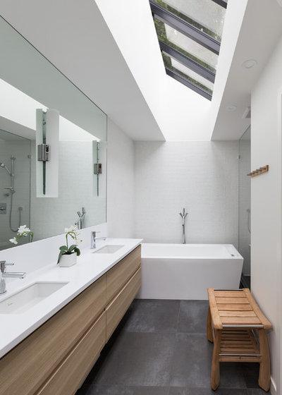 10 astuces pour optimiser les volumes d 39 une petite salle - Salle de bain en longueur plan ...