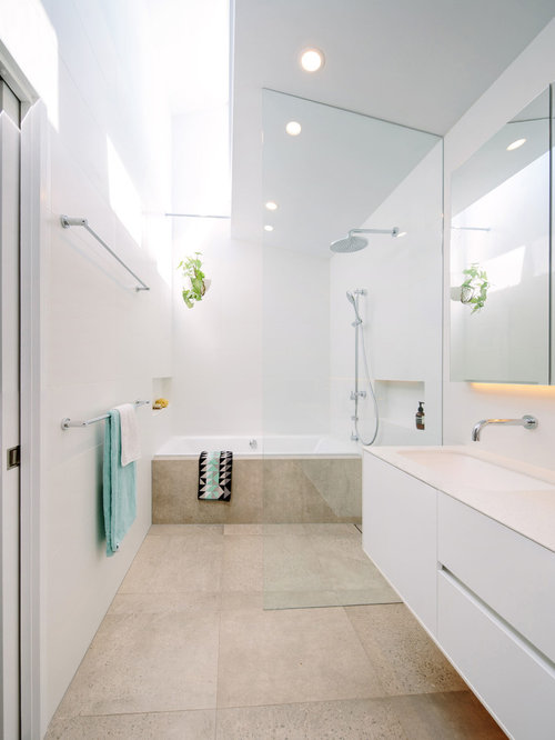 Square bathroom layout houzz for Bathroom design 2m x 2m