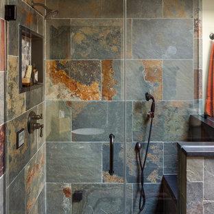Ispirazione per una stanza da bagno padronale stile rurale di medie dimensioni con pareti beige, pavimento in ardesia, pavimento grigio, ante in legno bruno, lavabo sottopiano, top in granito e top blu