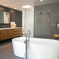 Modern Bathroom by twenty7 design