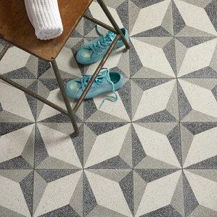 Foto di una stanza da bagno con pavimento alla veneziana e pavimento multicolore