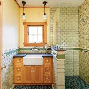 Cette image montre une douche en alcôve design avec un lavabo posé, des portes de placard en bois brun, un carrelage jaune, des carreaux de céramique, un mur jaune et un sol en carrelage de céramique.