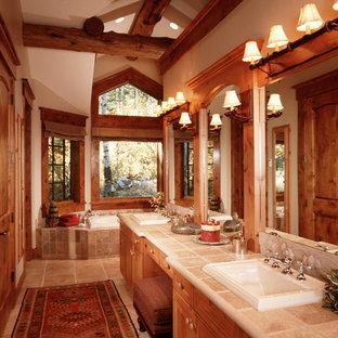 Immagine di una stanza da bagno tradizionale