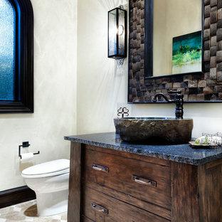 Идея дизайна: ванная комната в средиземноморском стиле с настольной раковиной, фасадами островного типа, темными деревянными фасадами и белыми стенами