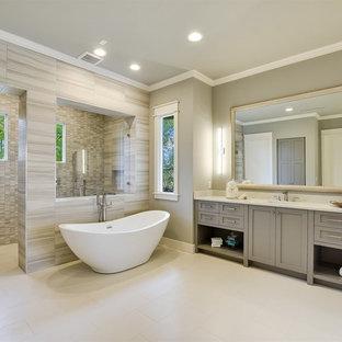 オースティンのカントリー風おしゃれな浴室の写真