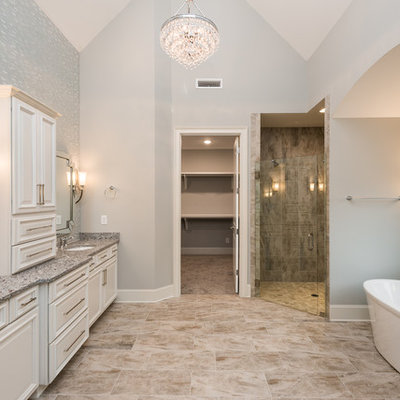 Example of a classic bathroom design in Charlotte