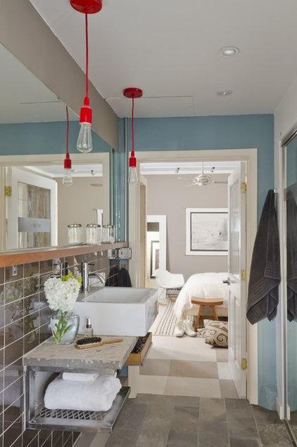 Modern Bathroom by Envi Interior Design Studio