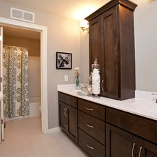 Bathroom by Robert Thomas Homes