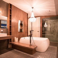 Contemporary Bathroom by Hoxton Homes Inc.