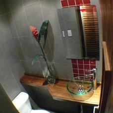 Modern Bathroom by wilma castillos