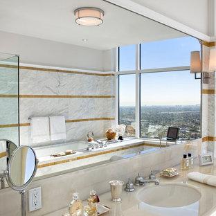 Esempio di una grande stanza da bagno padronale design con vasca sottopiano, doccia ad angolo, piastrelle grigie, piastrelle bianche, lastra di pietra, pareti grigie, pavimento in marmo, lavabo sottopiano e top in marmo