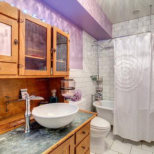 デンバーのカントリー風おしゃれな浴室 (ベッセル式洗面器、家具調キャビネット、中間色木目調キャビネット、亜鉛の洗面台、猫足浴槽、シャワー付き浴槽、分離型トイレ、白いタイル、セラミックタイル、紫の壁、セラミックタイルの床) の写真