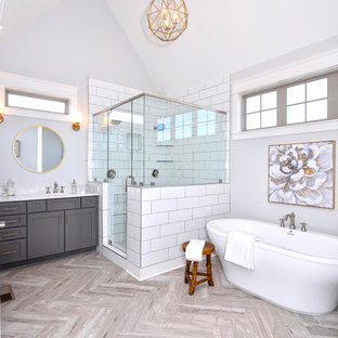 Example of a country bathroom design in Nashville