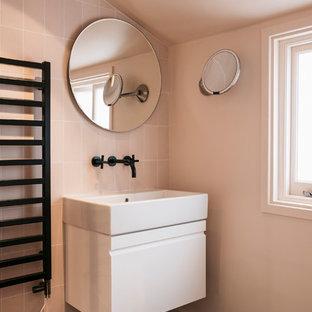 Idee per una stanza da bagno minimal di medie dimensioni con ante lisce,  ante bianche