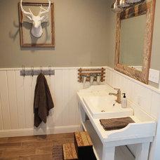 Farmhouse Bathroom by Magnolia Homes