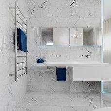 Contemporary Bathroom by MINOSA
