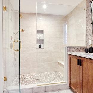 プロビデンスの大きいトランジショナルスタイルのおしゃれなマスターバスルーム (家具調キャビネット、濃色木目調キャビネット、オープン型シャワー、一体型トイレ、ベージュのタイル、セラミックタイル、ベージュの壁、玉石タイル、アンダーカウンター洗面器、珪岩の洗面台、白い床、開き戸のシャワー、白い洗面カウンター) の写真