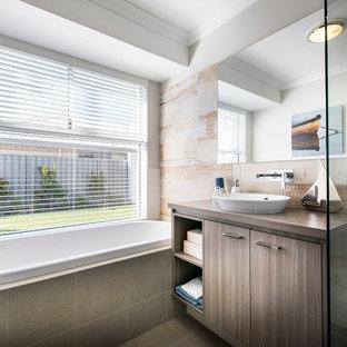 Идея дизайна: маленькая детская ванная комната в морском стиле с настольной раковиной, плоскими фасадами, фасадами цвета дерева среднего тона, столешницей из ламината, накладной ванной, угловым душем, разноцветной плиткой, керамической плиткой, бежевыми стенами и полом из керамической плитки