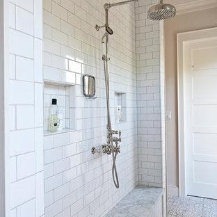 Ejemplo de cuarto de baño campestre con baldosas y/o azulejos blancos y baldosas y/o azulejos de cemento
