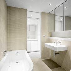 Modern Bathroom by Quicksmart Homes