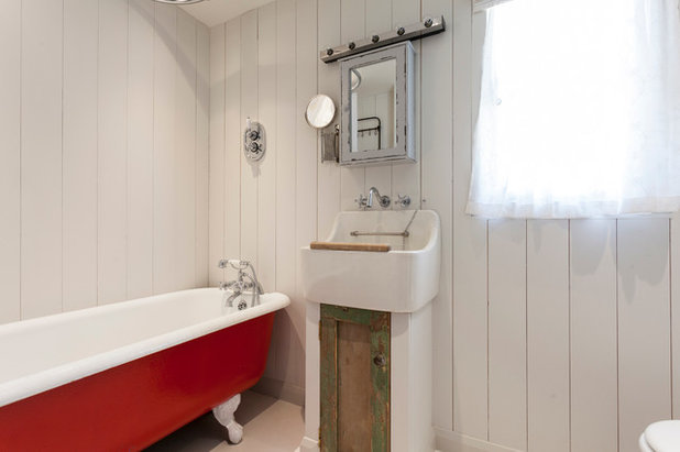 Shabby-chic Style Bathroom by Chris Snook