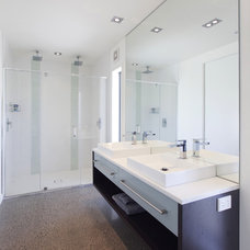 Modern Bathroom by Andre laurent