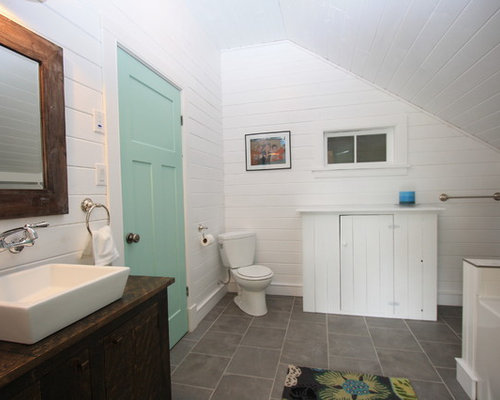 Rustic bathroom design ideas remodels photos with an for Bathroom design montreal