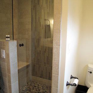 Imagen de cuarto de baño principal, ecléctico, pequeño, con armarios estilo shaker, puertas de armario de madera oscura, encimera de mármol, baldosas y/o azulejos multicolor, baldosas y/o azulejos de cerámica y suelo de baldosas de cerámica