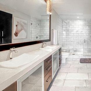 Example of a mid-sized minimalist bathroom design in Las Vegas