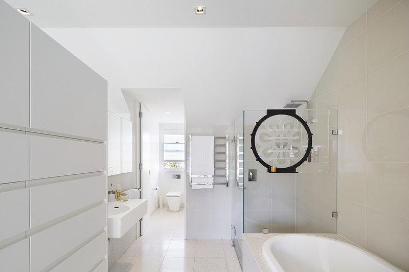 Contemporary Bathroom by elaine richardson architect