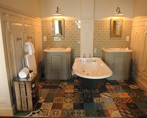 Vasca Da Bagno Zampe Di Leone : Stanza da bagno con top alla veneziana e ante con finitura