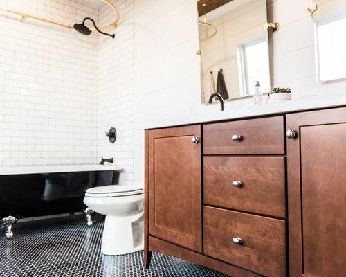 Salle de bain r tro avec un placard en trompe l 39 oeil for Trompe l oeil porte placard