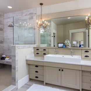 Идея дизайна: главная ванная комната в стиле неоклассика (современная классика) с фасадами в стиле шейкер, бежевыми фасадами, открытым душем, бежевыми стенами, раковиной с несколькими смесителями и открытым душем