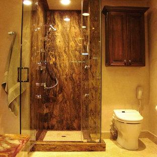 Immagine di una stanza da bagno padronale design di medie dimensioni con ante con bugna sagomata, ante in legno bruno, piastrelle in ceramica, vasca da incasso, doccia ad angolo, bidè, pareti beige e pavimento con piastrelle in ceramica
