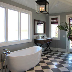 eclectic bathroom by Tara Bussema
